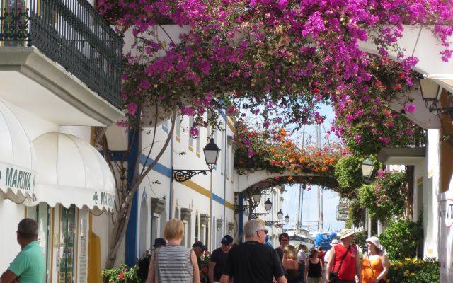 Puerto de Mogan tiny streets